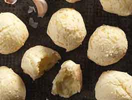 Brazilian Cheese Buns (Pão de Queijo)