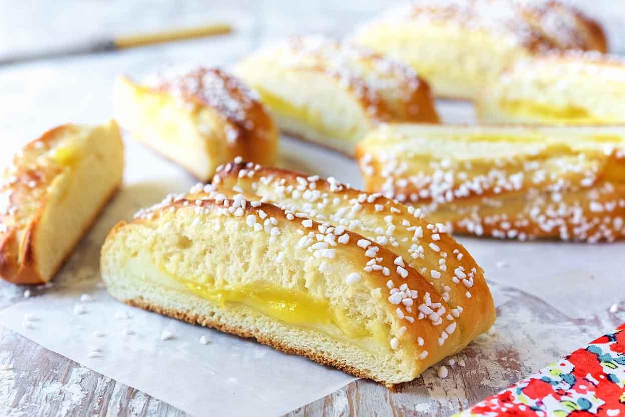 Sweet yeast dough buns - the best homemade dessert 71