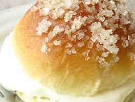 Vanilla Cream-Filled Brioche