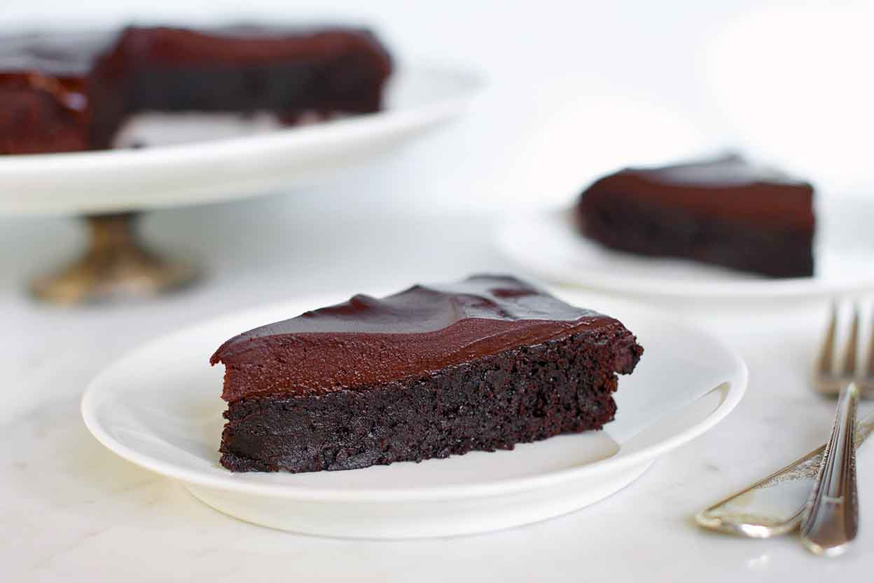 Flourless chocolate cake recipe king arthur flour forumfinder Images