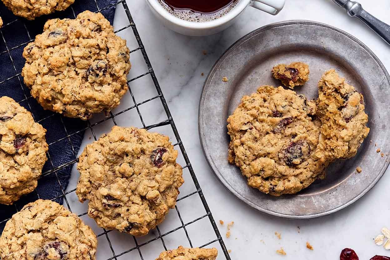 Tender Cranberry Raisin Oatmeal Cookies Recipe
