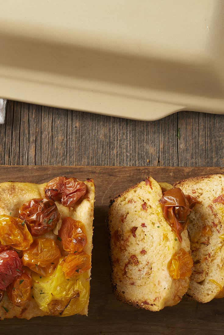No-Knead Cheddar, Tomato, and Garlic Bread Recipe